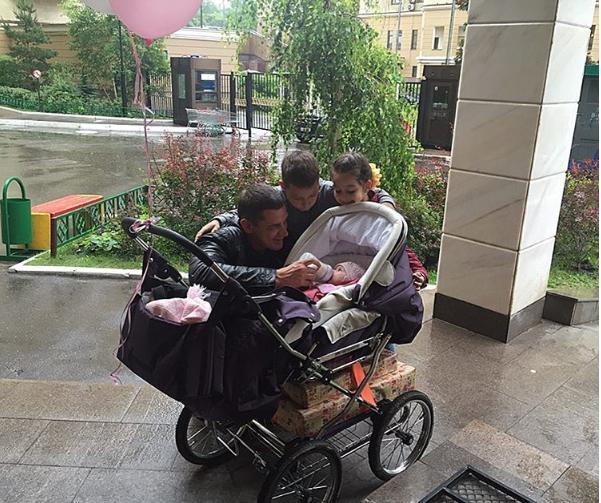 Курбан с сыном и двумя дочками