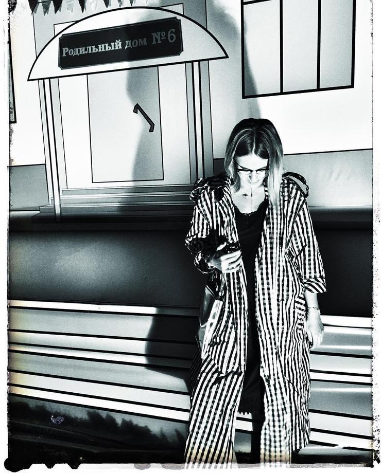 Ксения Собчак сделала фото на память у входа в роддом