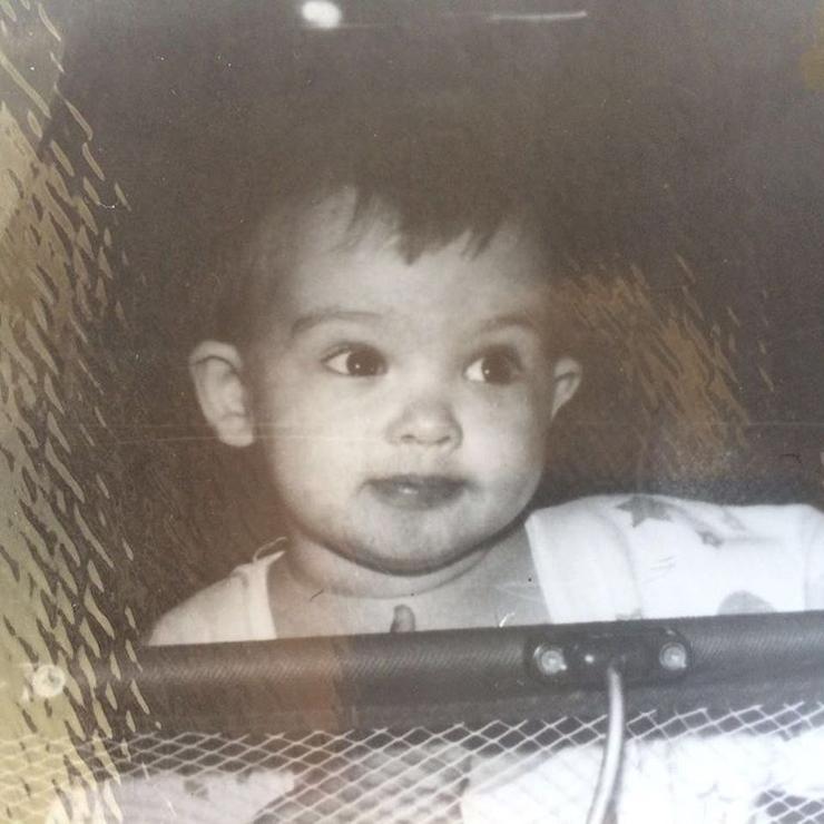 Малышка Паулина уже в детстве была красоткой с хитрыми глазами