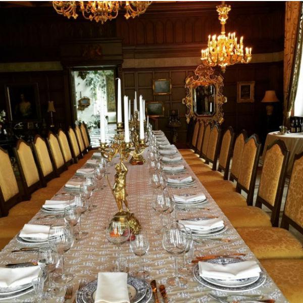 Для дорогих гостей в особняке Галкина и Пугачевой уже с утра был накрыт роскошный стол