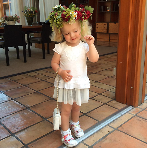 Двухлетняя Лиза начала петь