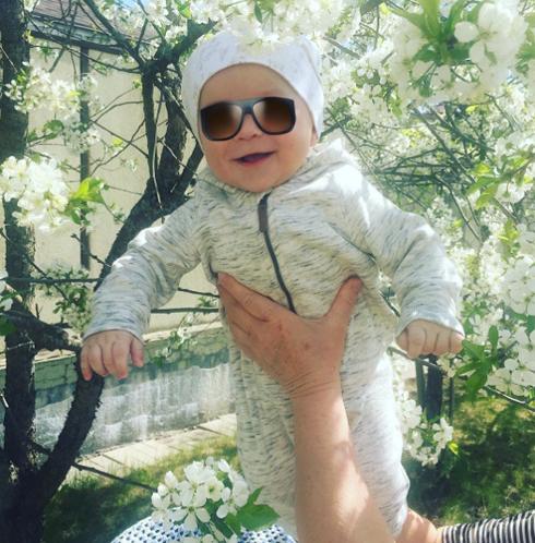 Недавно младшему сыну Стаса и Юлии Костюшкиных исполнилось пять месяцев