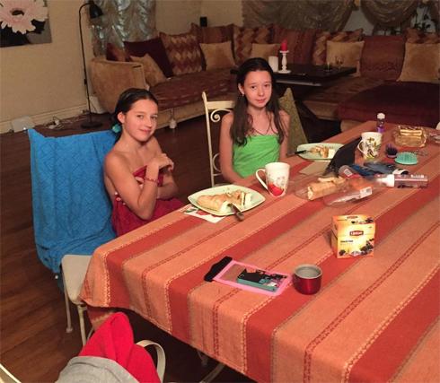 Фотографию девочек в полотенцах раскритиковали подписчики Волочковой