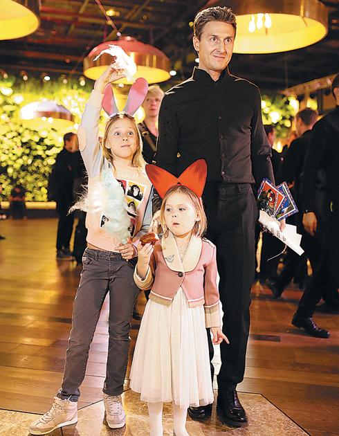 Александр Чистяков с дочерьми