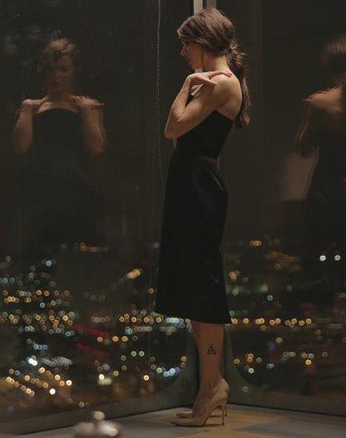 Съемки проходили на 49 этаже небоскреба, а также в специальном бассейне