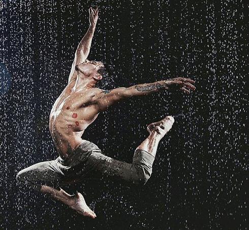 Агния Диковските и артист балета Айхан Шинжин показали историю двух людей, их любовь и ненависть