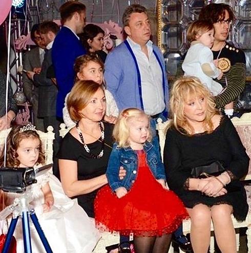 День рождения Аллы-Виктории. Мои дорогие и любимые Алла и Максим со своими прекрасными детьми Лизой и Гарри вместе с именинниц