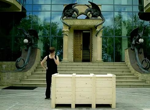 Поклонники долго обсуждали горгулей на фасаде особняка Пугачевой и Галкина