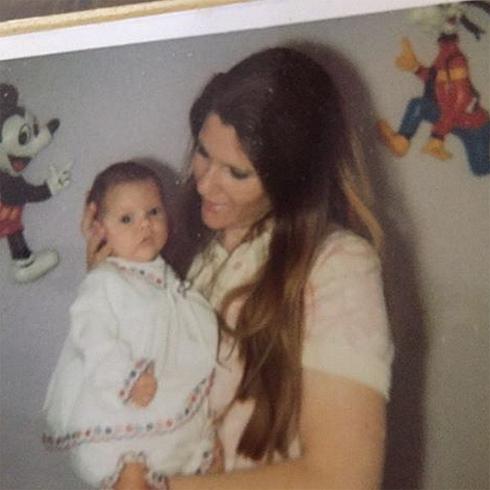 Виктория Бекхэм поздравила маму с Днем матери