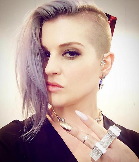 Дочка скандального рокера Оззи Осборна Келли не стеснена в средствах и готова выложить около сотни тысяч долларов за бриллиантовый маникюр