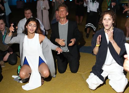 Илья Бачурин с девушкой Аделью и Ириной Горбачевой