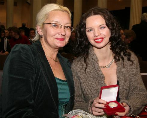Алиса Гребенщикова с мамой Натальей. Она была первой женой БГ