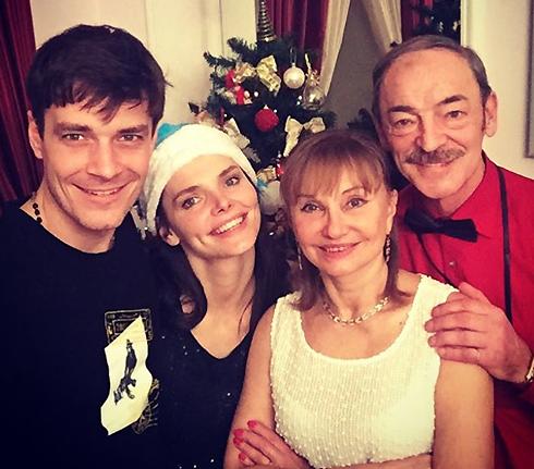 Елизавета Боярская с Максимом Матвеевым и родителями – Михаилом Боярским и Ларисой Луппиан