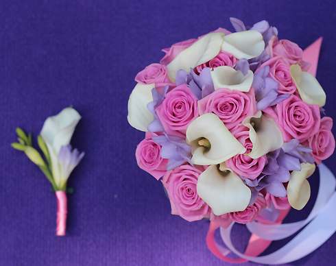 Чтобы не обидеть незамужних подруг, невеста может поделить свой свадебный букет на всех