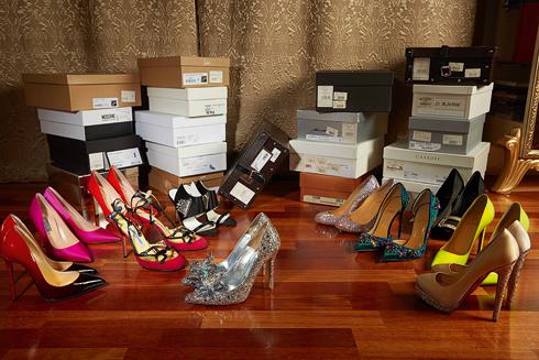 Хозяйка предпочитает вечернюю классику, туфли на каблуке. Некоторые из них сделаны на заказ