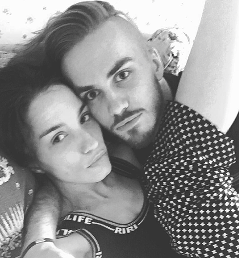 В своем микроблоге Дмитрий Клейман тоже поздравил жену: «С днем рождения, любимая!»