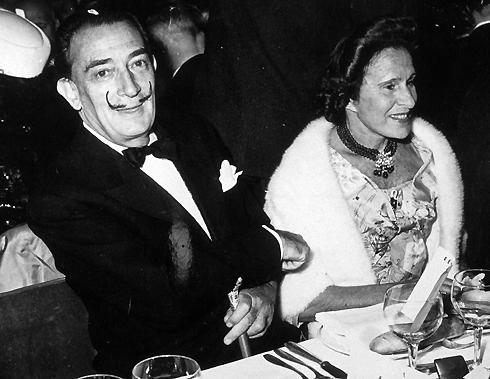 «Я люблю Гала больше матери, больше отца, больше Пикассо, даже больше денег», – признавался художник. Сальвадор Дали и Гала в 1964 году