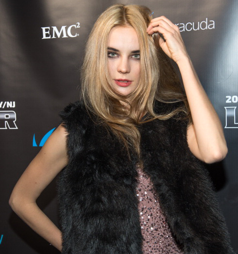 Ради съемок в кино Кира Дихтяр перекрасилась в блондинку