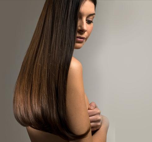 Эксперт WomanHit.ru рекомендует Аиде перекрасить волосы в более темный цвет