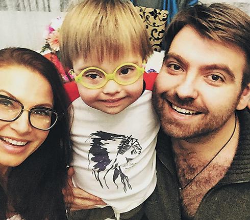Эвелина Бледанс и Александр Семин с сыном