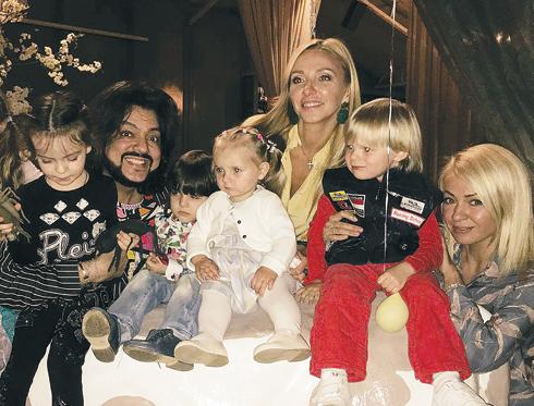 Филипп Киркоров, Татьяна Навка и Яна Рудковская с детьми