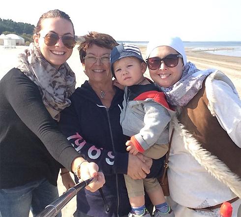 Свое 40-летие Жанна Фриске отметила на побережье Юрмалы. Певица с сыном, мамой и сестрой.