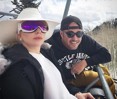 Леди Гага и Тейлор Кинни не спешат регистрировать свои отношения