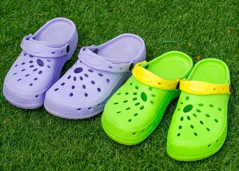 Внезапное появление на рынке марки Crocs вновь вернуло популярность резиновой обуви