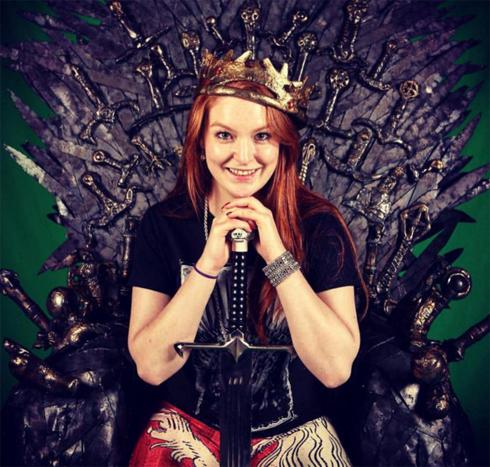 В сериале «Игра престолов» Жозефин Гиллан играет рыжую куртизанку Марей