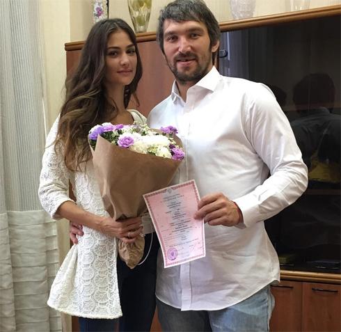 Александр и Анастасия расписались в конце августа