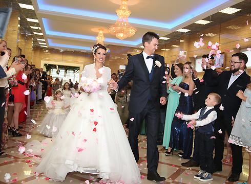 По слухам, бракосочетание обошлось паре в кругленькую сумму, превысившую отметку в миллион рублей
