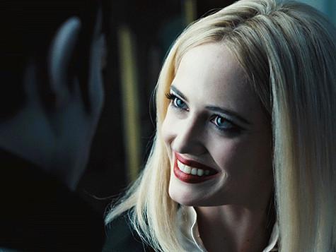Ради роли в фильме «Мрачные тени» Ева перекрасилась в блондинку