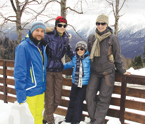 Нонна Гришаева с семьей