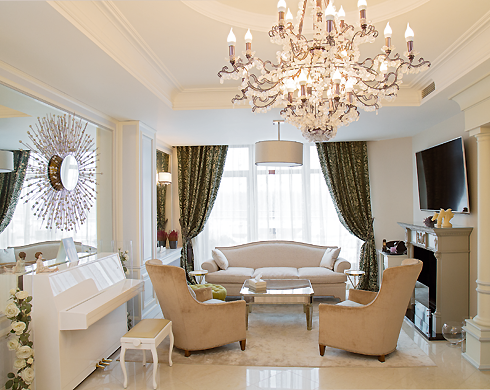 По словам Ходаковской, интерьер ее дома выдержан во французском стиле