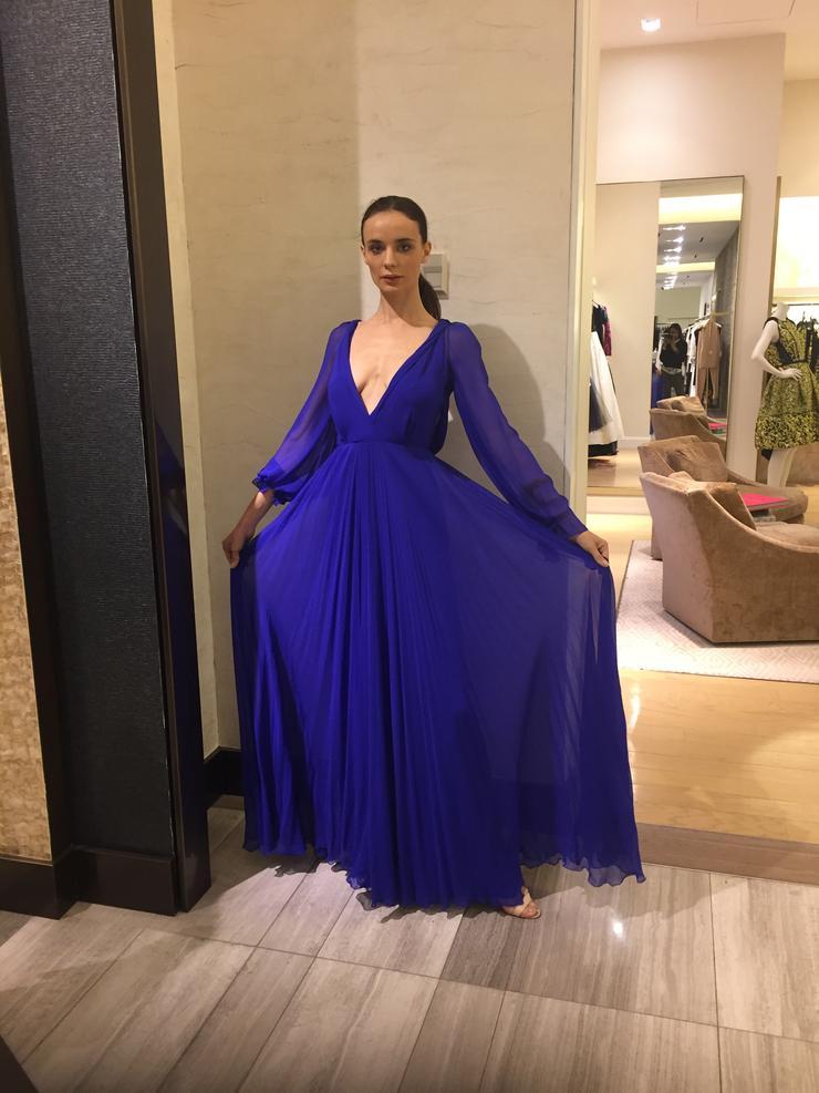 Кира Дихтяр в платье от Виктории Бекхэм