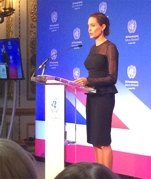 Анджелина Джоли призвала расширить женский состав миротворческих сил ООН