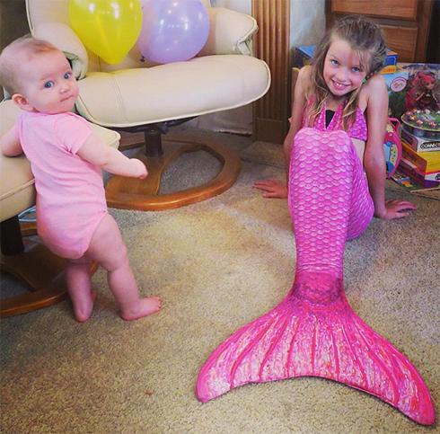 Эвер отмечала восьмой день рождения в костюме русалочки