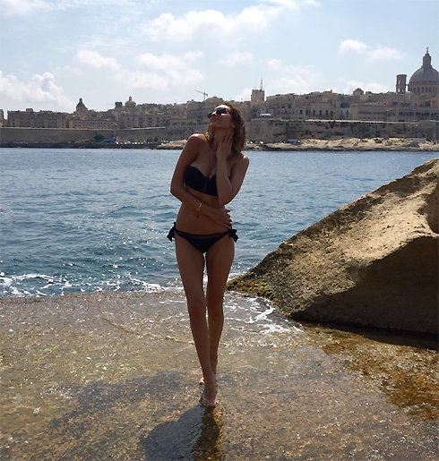 Актриса была несказанно рада теплому морю и солнцу