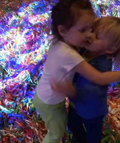 Саша Плющенко танцует с Аллой-Виктрией и пытается ее поцеловать