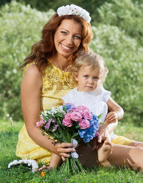 С дочерью Лизой певица старается проводить как можно больше времени, даже берет ее с собой на концерты