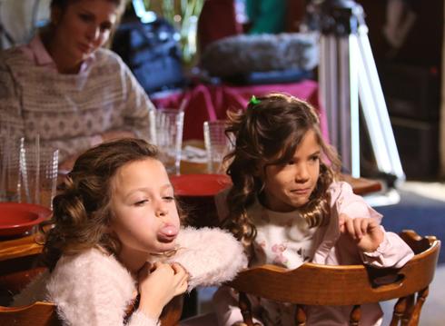 Валерии досталась роль суровой мамы. Детей Валерии сыграли юные американские актрисы София Росински и Лола Султан