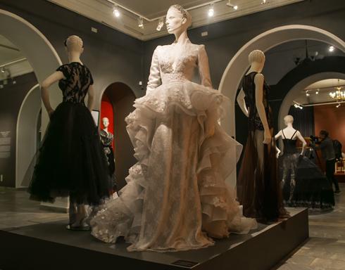 Свадебное платье с отделкой кружевом всегда актуально