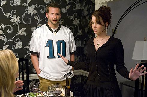С Брэдли Купером актрису настойчиво «женят». Еще бы: они играли любовь в нескольких фильмах, в том числе и в «Моем парне – психе»
