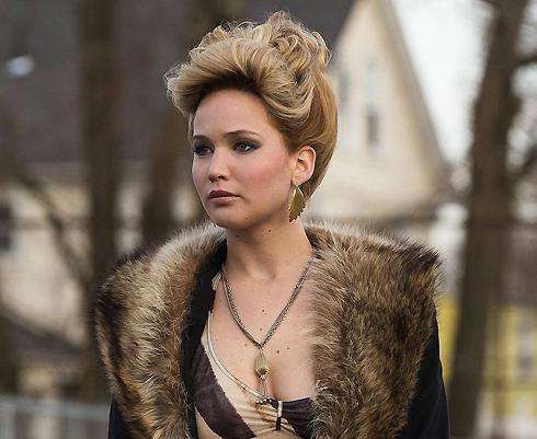 В криминальной комедии «Афера по-американски» Лоуренс сыграла эксцентричную женщину средних лет