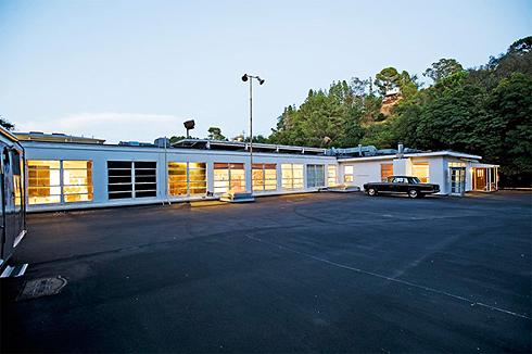 Джаред Лето живет в здании, которое раньше было частью базы ВВС США