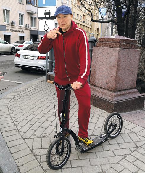 Сергей Мазаев приехал на субботник на велосипеде