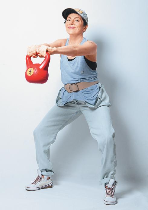 Махи гирями, базовое упражнение
