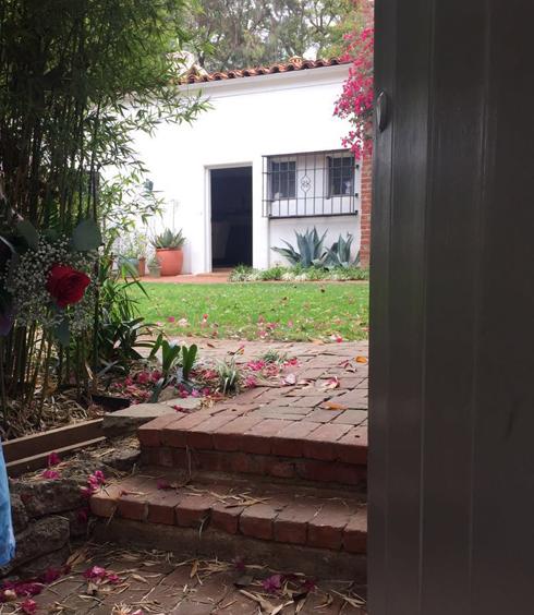 Алине Делисс разрешили сфотографировать дом и сад, принадлежавшие Мэрилин Монро