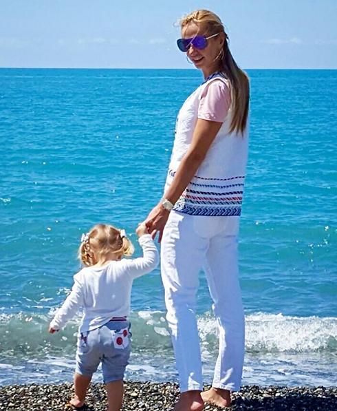Татьяна Навка отдыхает с семьей в Сочи