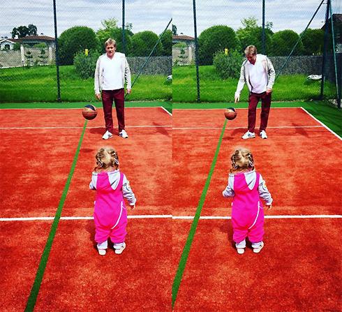 Дмитрий Песков обожает играть с младшей дочкой в футбол